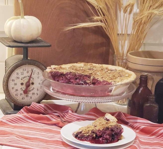 Berry Crumb Top Pie